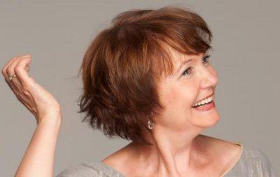 Capelli corti per donne di 50 anni